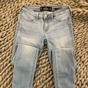 Hollister skinny jean size 24 length 28.